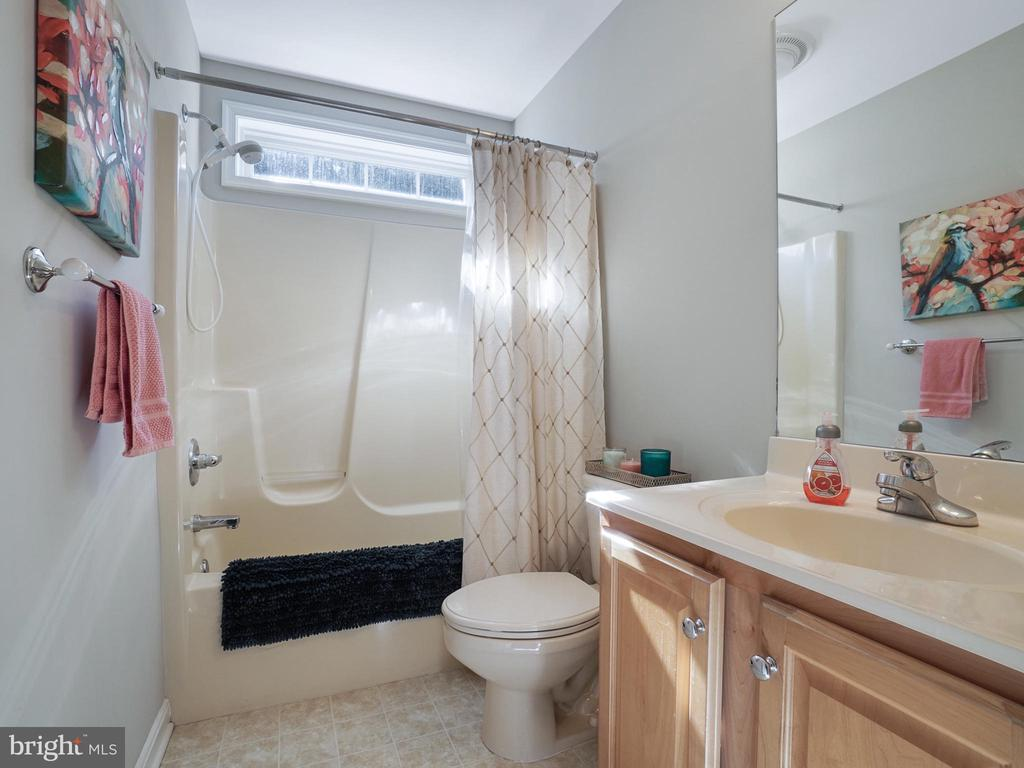 Full Bath on Main Level - 4803 TIMBER DR, MOUNT AIRY