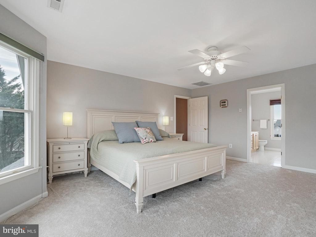 Master Bedroom - 4803 TIMBER DR, MOUNT AIRY