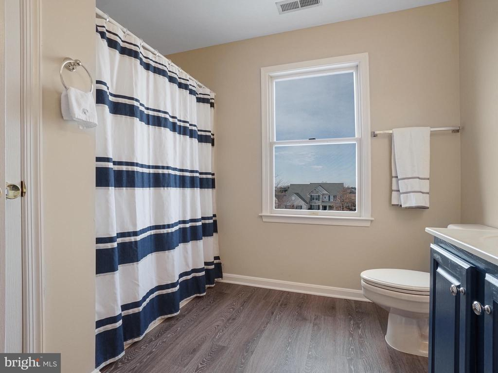 Hall Bath - 4803 TIMBER DR, MOUNT AIRY