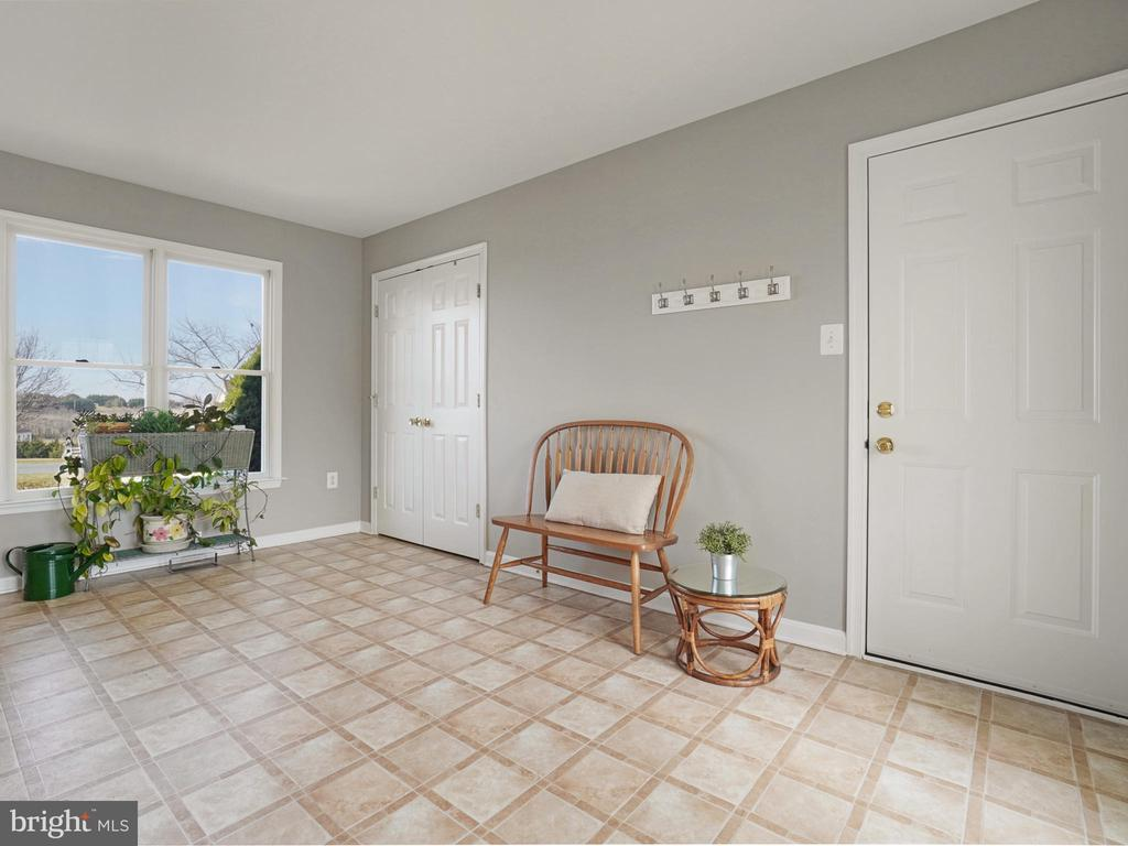 Mudd Room - 4803 TIMBER DR, MOUNT AIRY