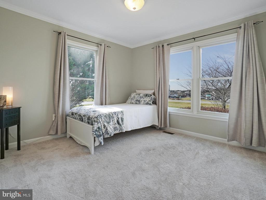 Main Level Bedroom - 4803 TIMBER DR, MOUNT AIRY