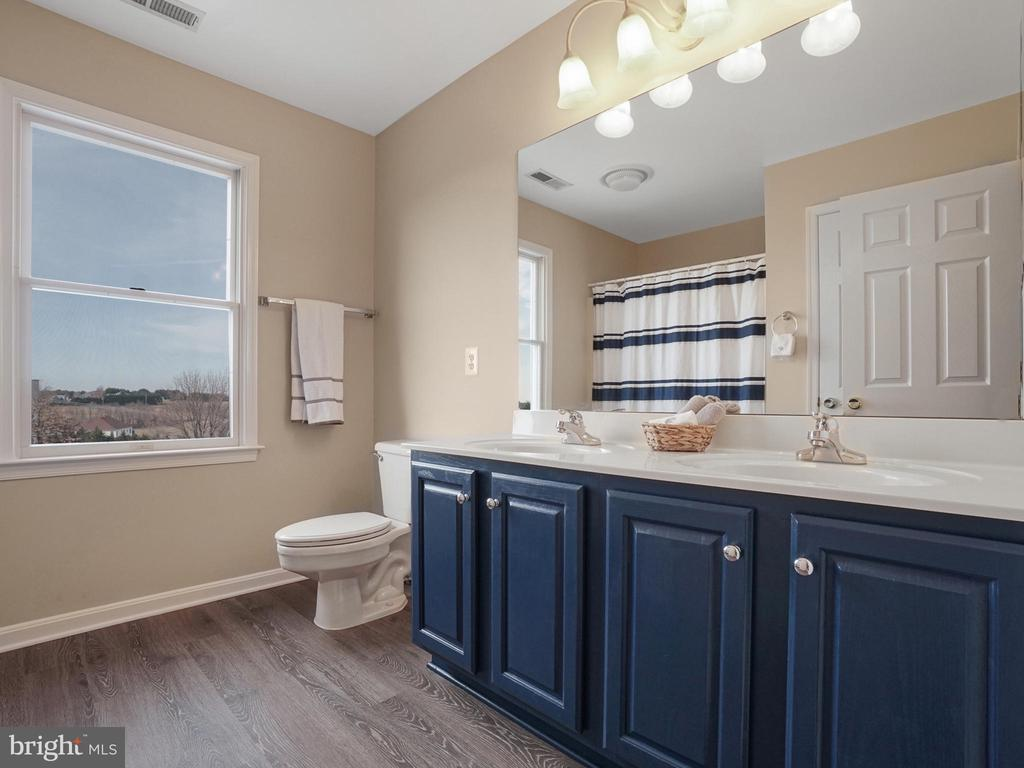 Hall Full Bath - 4803 TIMBER DR, MOUNT AIRY