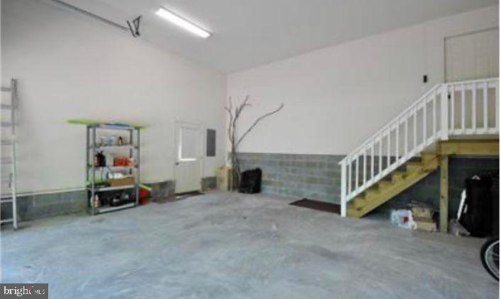 Over sized garage - 216 BATTLEFIELD RD, LOCUST GROVE