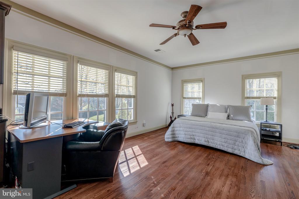 Upper Bedroom #5- Bonus Suite with Kitchen - 8429 BROOK RD, MCLEAN