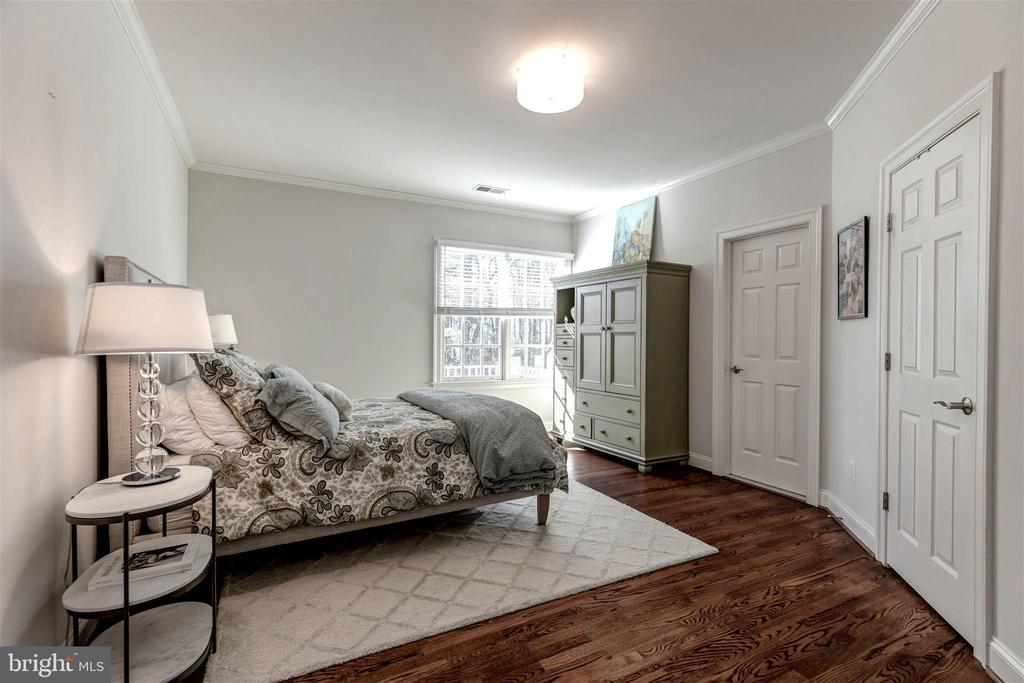 Upper Bedroom #3 with En-Suite Bath - 8429 BROOK RD, MCLEAN