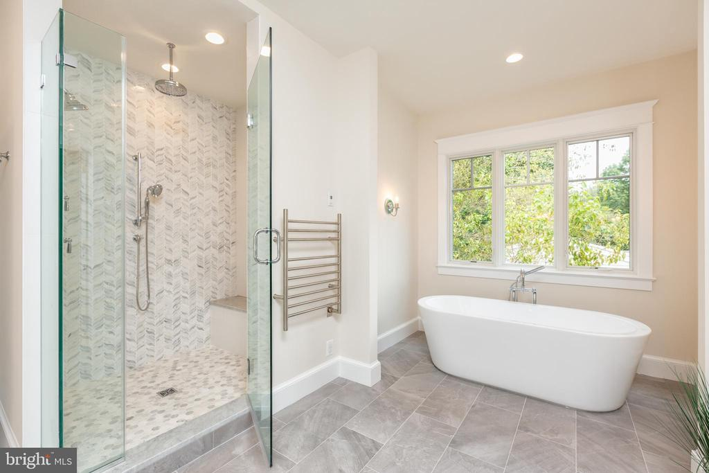 Master Bath (objects may not be exact) - 1011 FAIRWAY DR NE, VIENNA