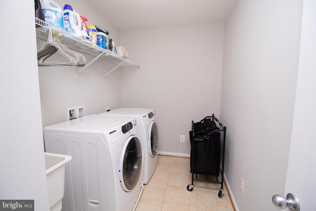 Spacious Laundry Room on Upper Level - 42011 ZIRCON DR, ALDIE