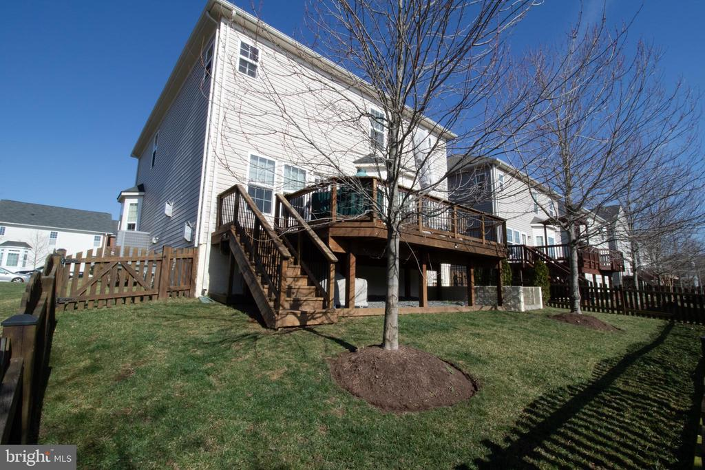 Beautifully Back Yard and Deck - 42011 ZIRCON DR, ALDIE