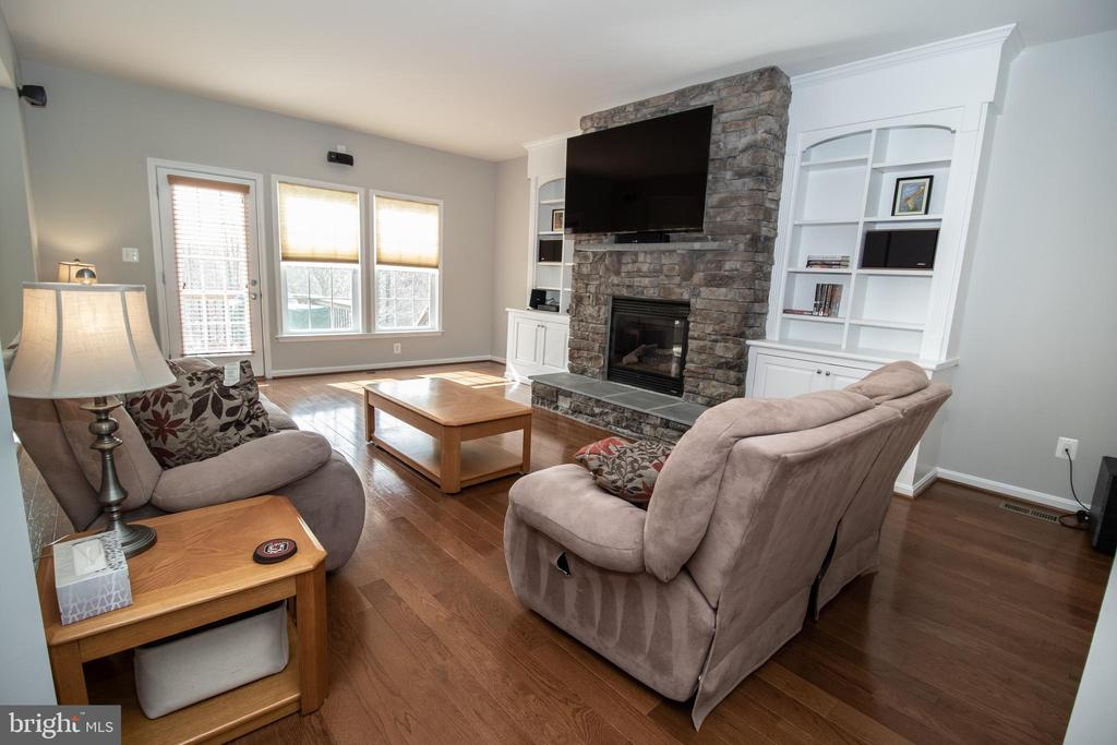 Family Room with Cozy Gas Fireplace - 42011 ZIRCON DR, ALDIE