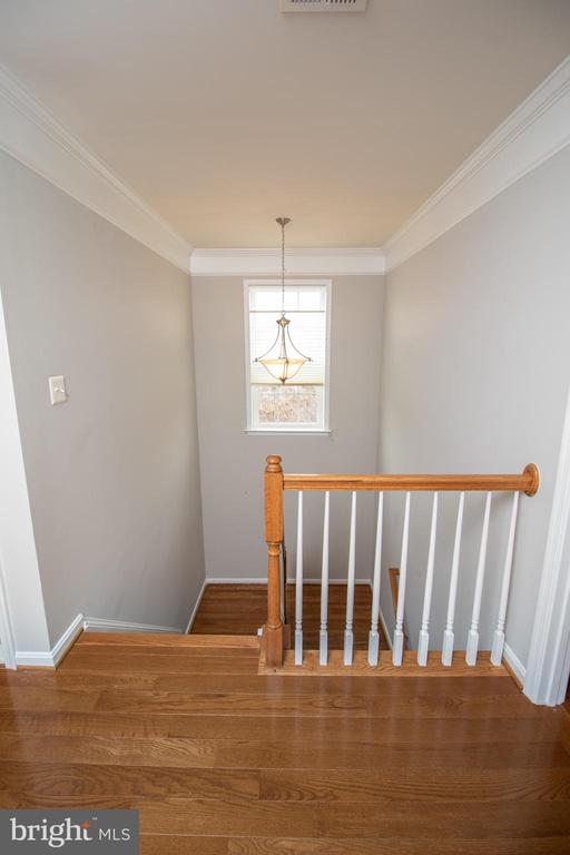 Hall Landing on Upper Level - 42011 ZIRCON DR, ALDIE