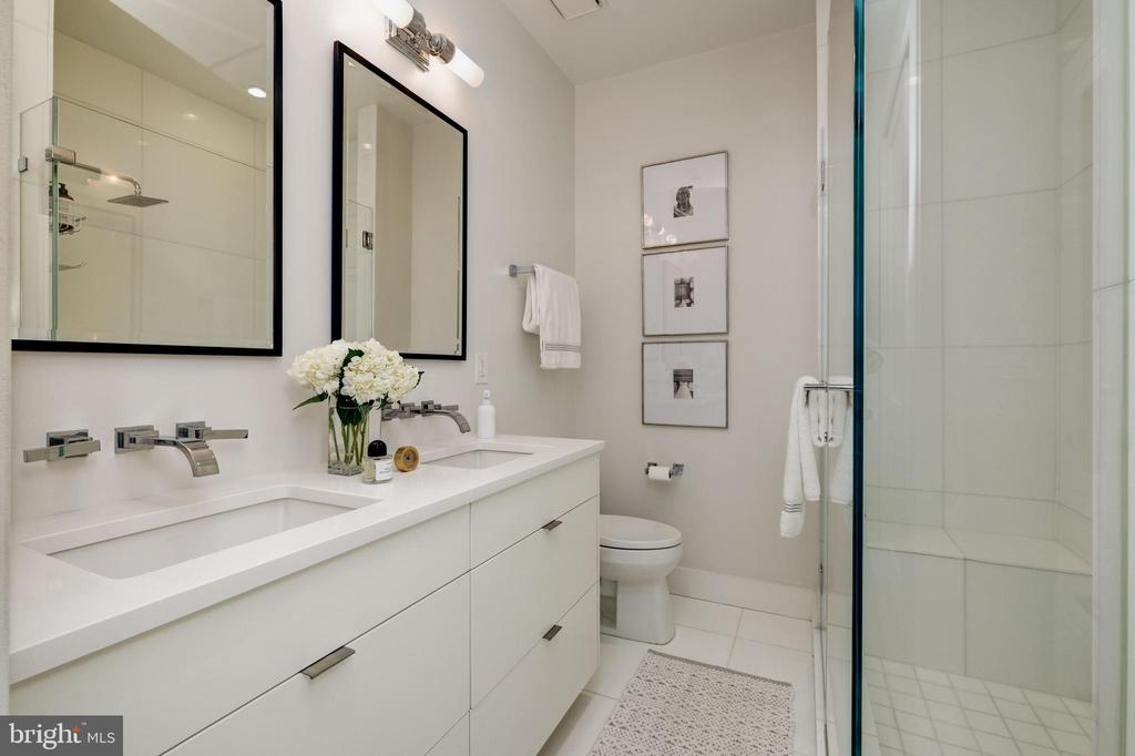 Full Bath - 930 FRENCH ST NW #1, WASHINGTON