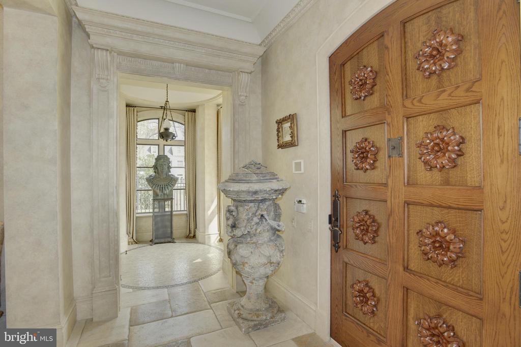 Foyer/Front Door Detail - 5517 PEMBROKE RD, BETHESDA