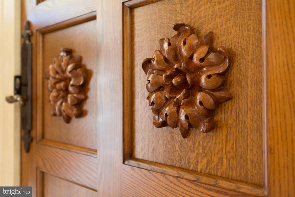 Front Door Detail - 5517 PEMBROKE RD, BETHESDA