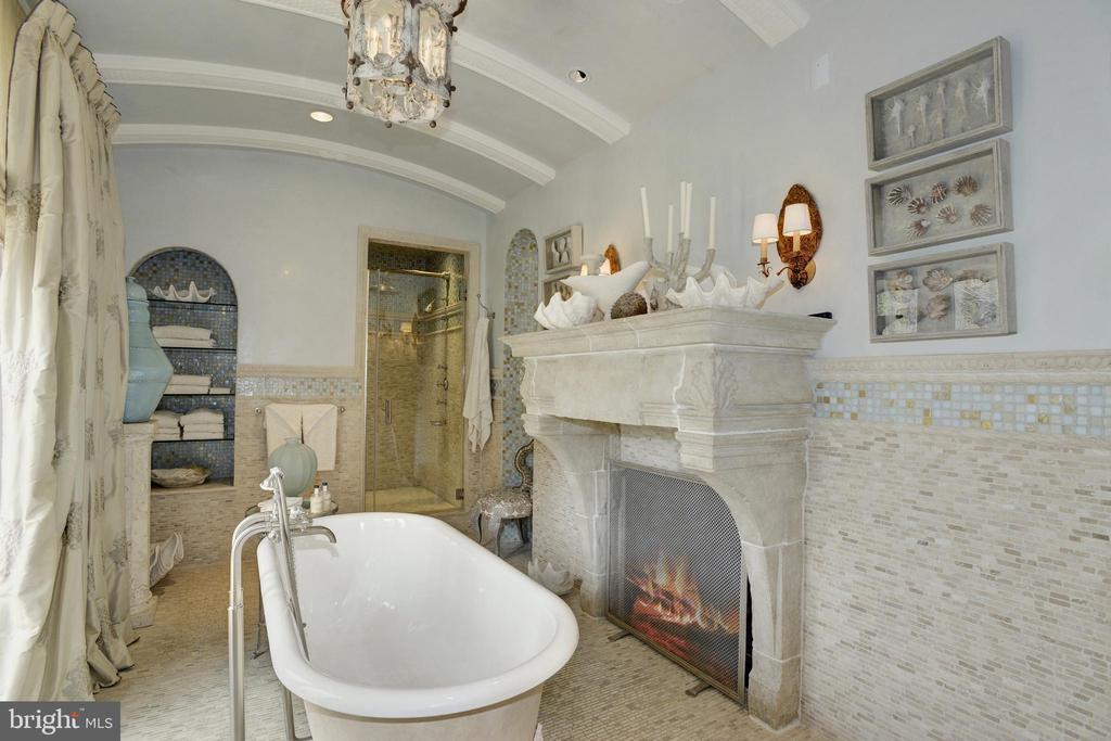 Her Bath - 5517 PEMBROKE RD, BETHESDA