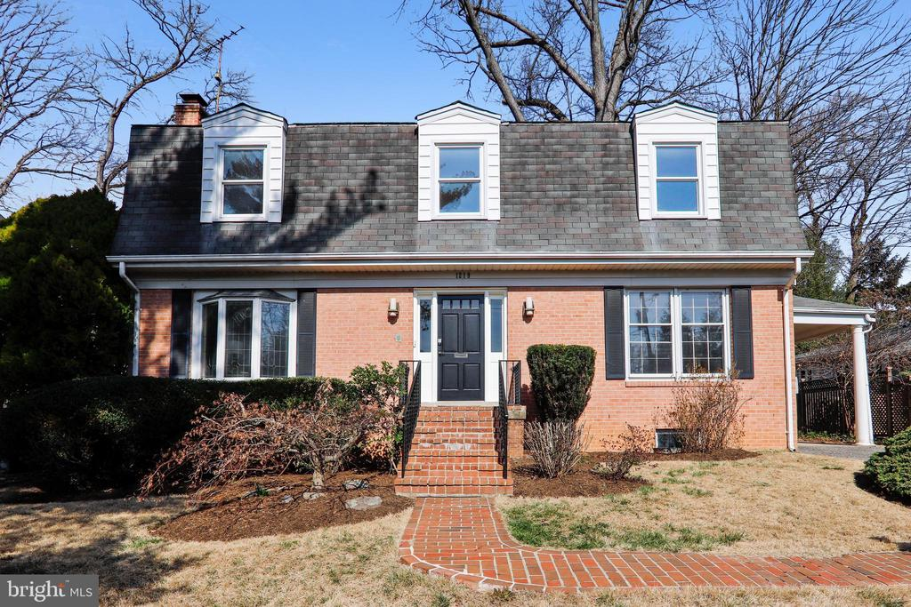 Front elevation - 1219 PINECREST CIR, SILVER SPRING