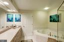 Double Vanity and Contour Soaking Tub - 12086 KINSLEY PL, RESTON