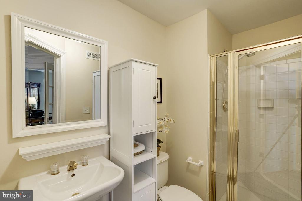 Full Bath next to Entry Level Bedroom - 12086 KINSLEY PL, RESTON