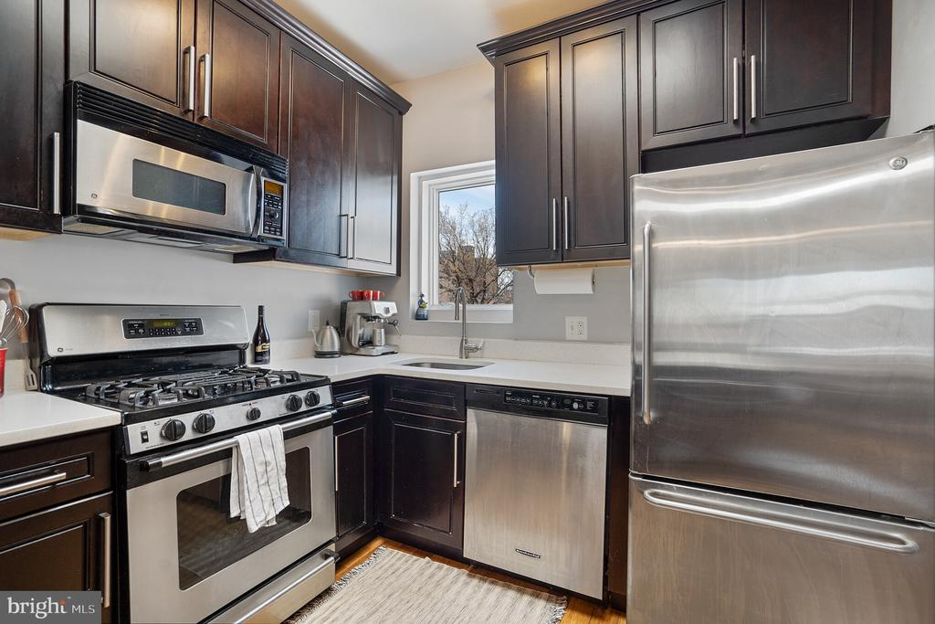 Unit #4 updated kitchen with gas cooking - 1932 15TH ST NW, WASHINGTON