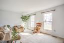 Light-filled living room w plenty of space - 6122 PLAINVILLE LN, WOODBRIDGE