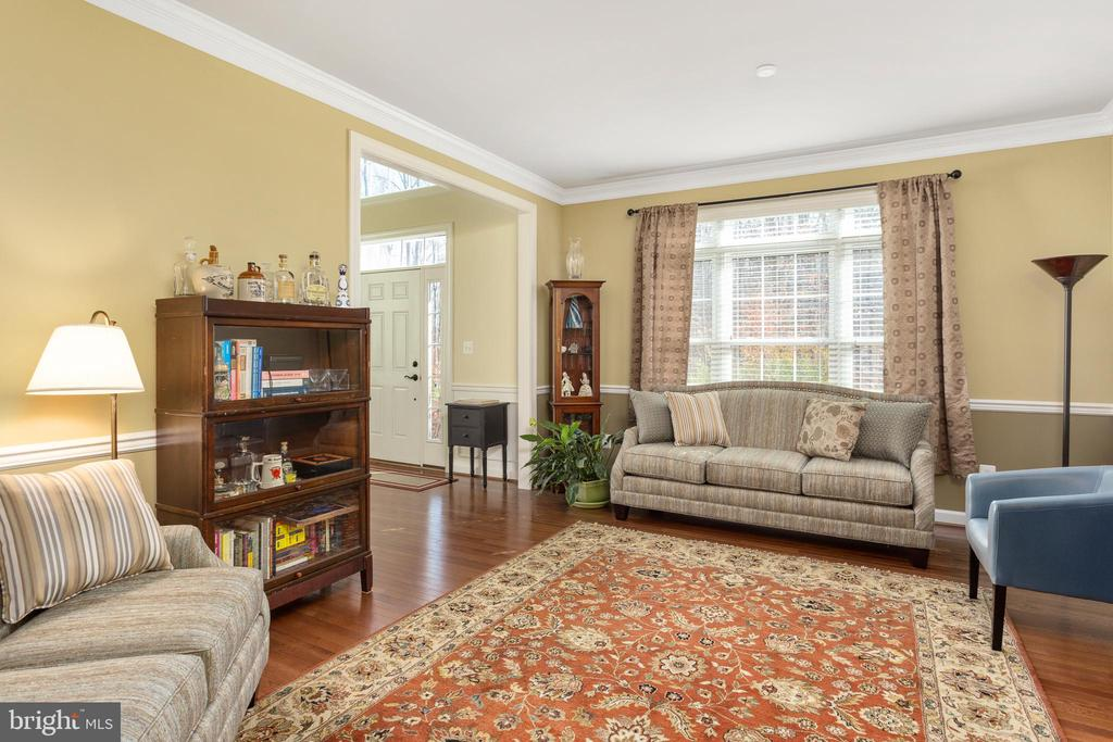 Living Room - custom molding, gorgeous wood floors - 8108 SPRUCE VALLEY LN, CLIFTON