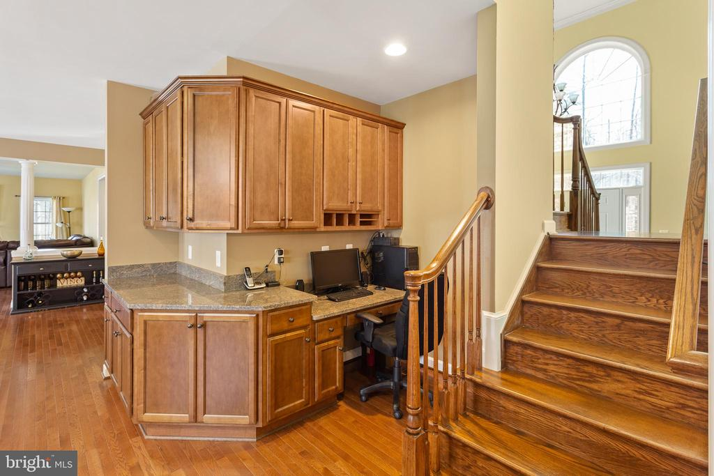 Kitchen back staircase to Foyer & Upper Level - 8108 SPRUCE VALLEY LN, CLIFTON