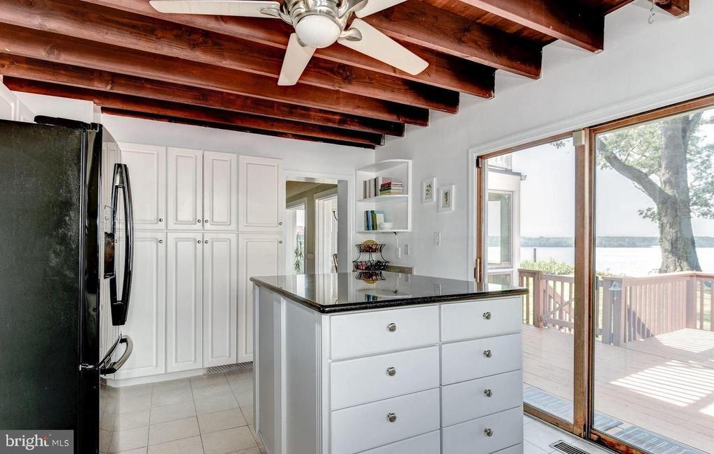 Lovely Kitchen walks out to Decks and Patios - 4005 BELLE RIVE TER, ALEXANDRIA