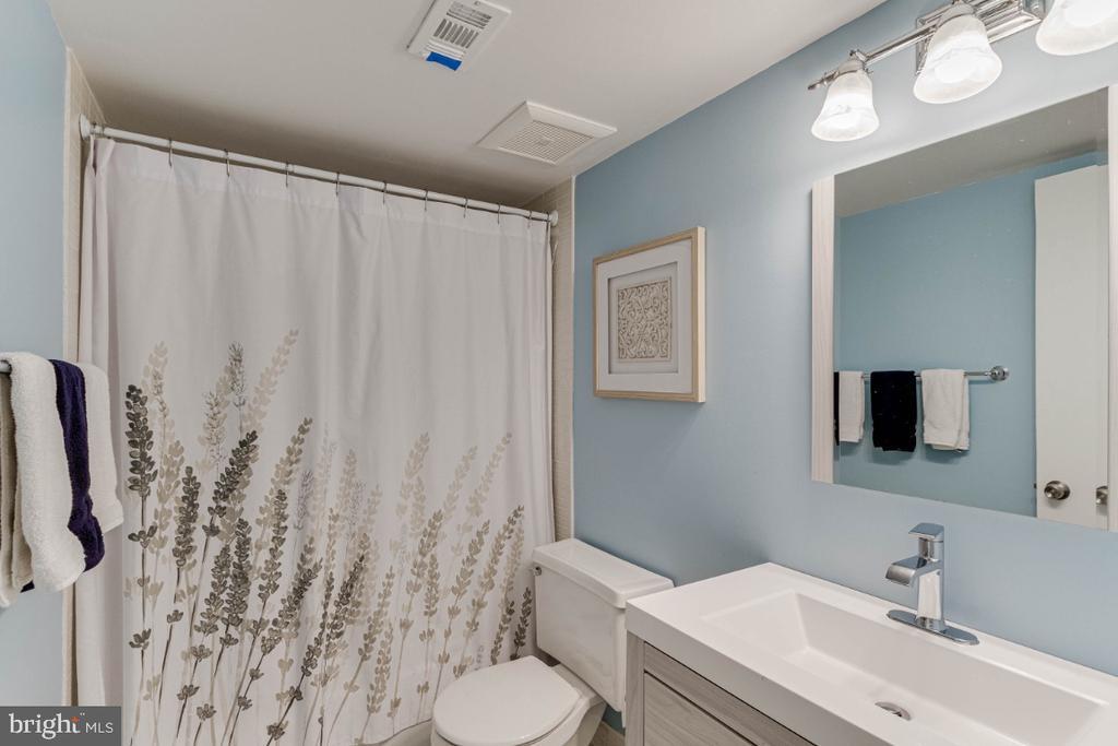 Hall Bathroom - 10907 WATERMILL CT, OAKTON