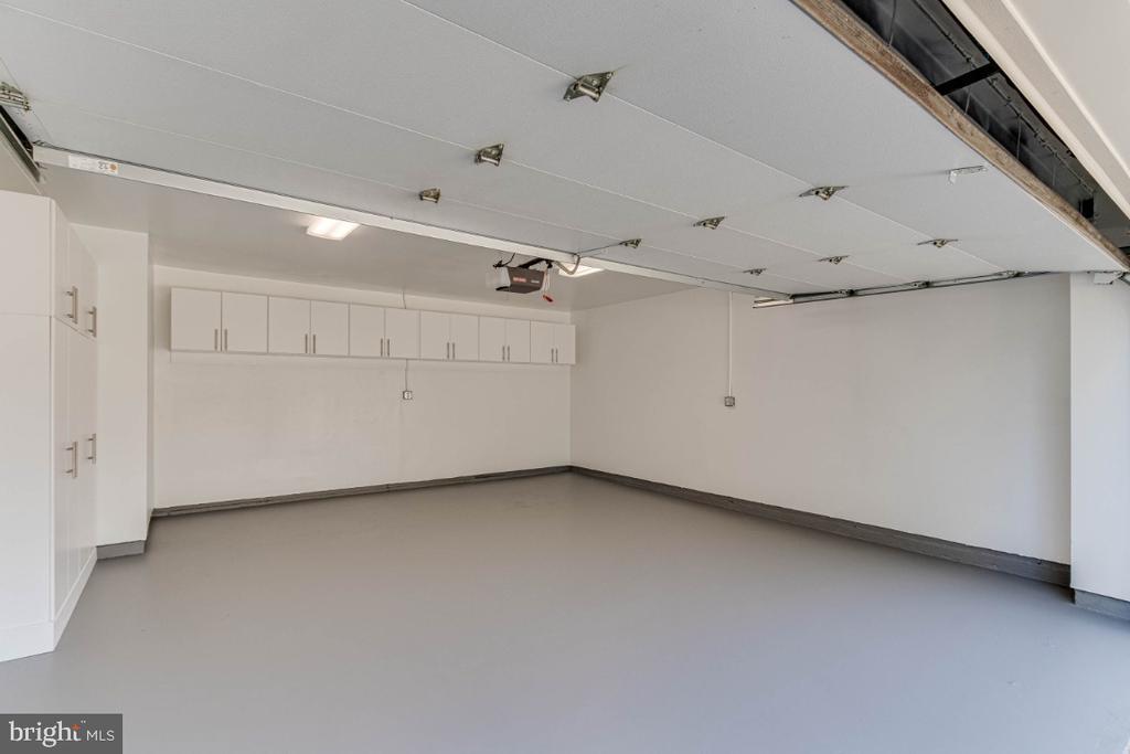 Large 2 Car Garage - 10907 WATERMILL CT, OAKTON