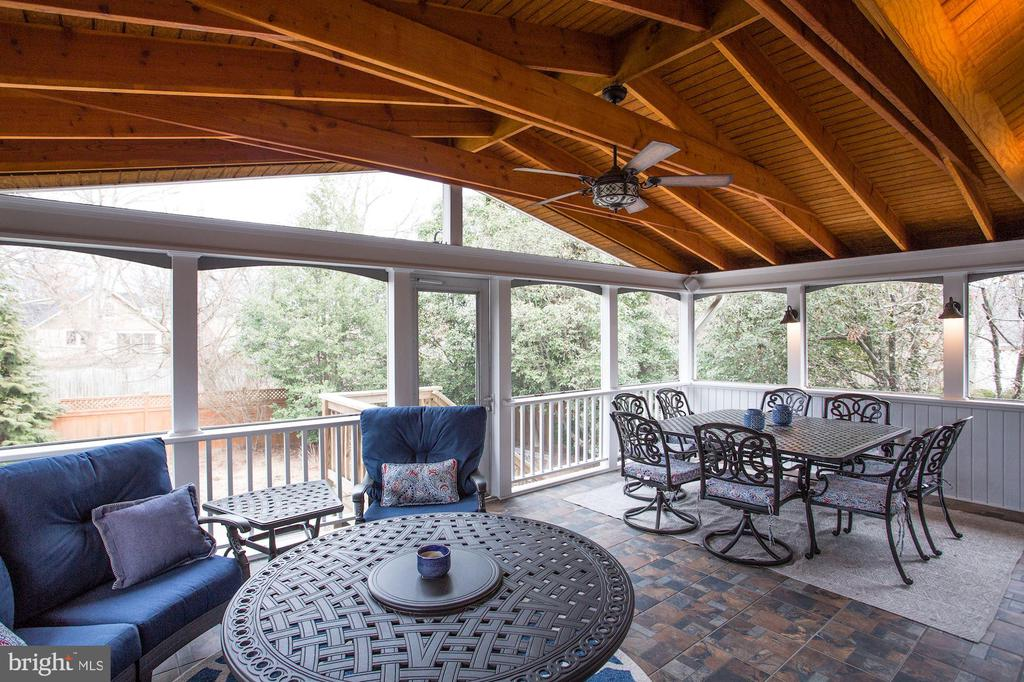 Unwind on the Spacious Screened Porch - 3321 3RD ST N, ARLINGTON