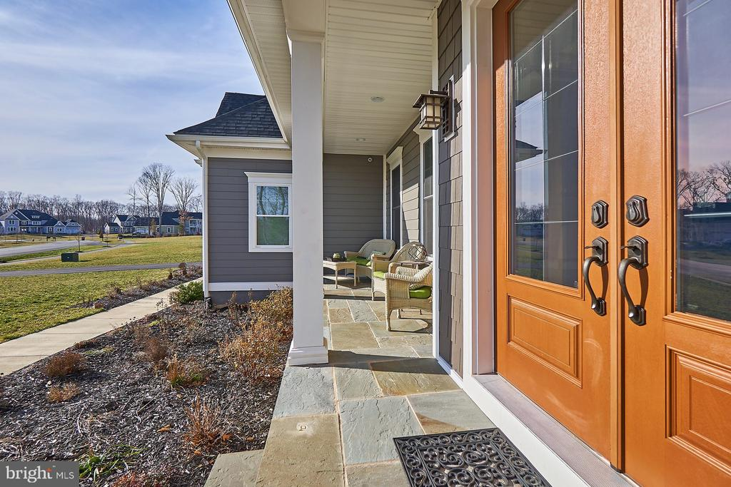 Stone front porch - 41222 TRAMINETTE CT, ASHBURN