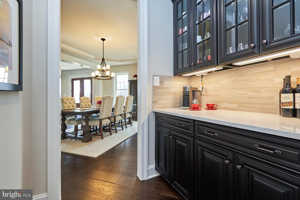 Butler's Pantry - 41222 TRAMINETTE CT, ASHBURN