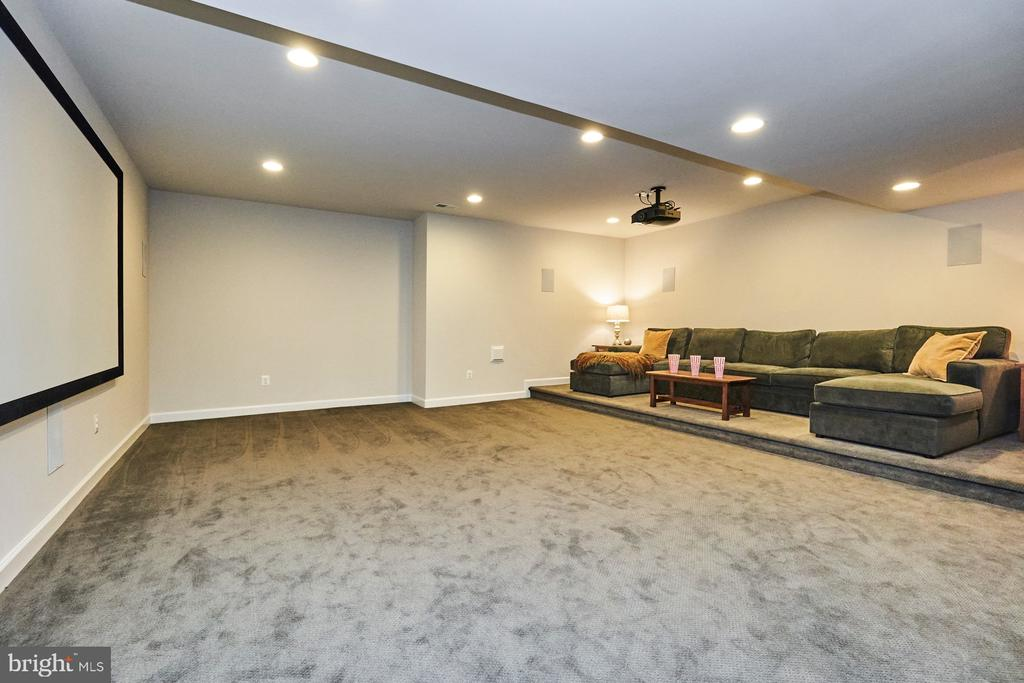Home theater, most equipment conveys - 41222 TRAMINETTE CT, ASHBURN