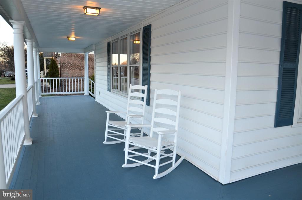 Relax on your front porch and enjoy the day! - 5827 WESSEX LN, ALEXANDRIA