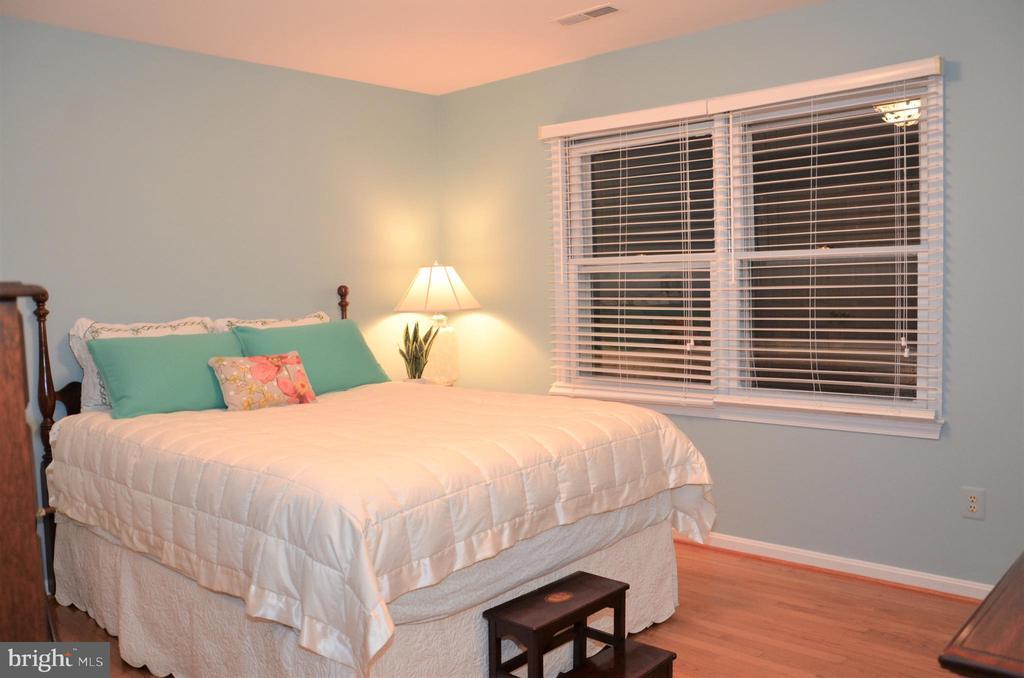 Bedroom 2 - 5827 WESSEX LN, ALEXANDRIA