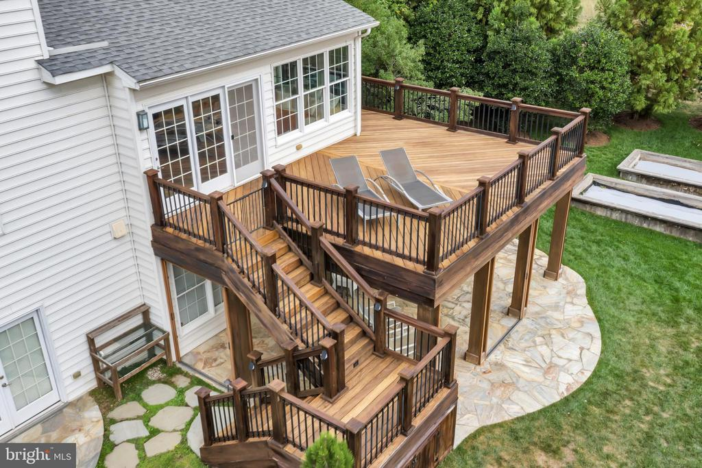Brazilian Hardwood (Cumaru) Deck Surface - 22960 CARTERS STATION CT, ASHBURN