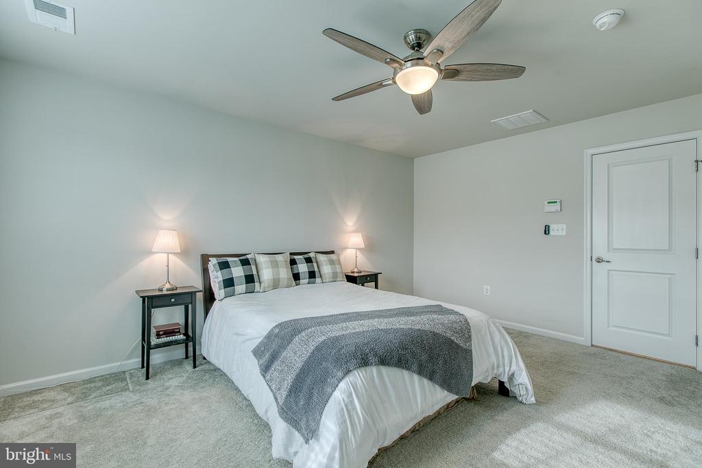 Master bedroom with upgraded lighting - 211 LANDING DR, FREDERICKSBURG