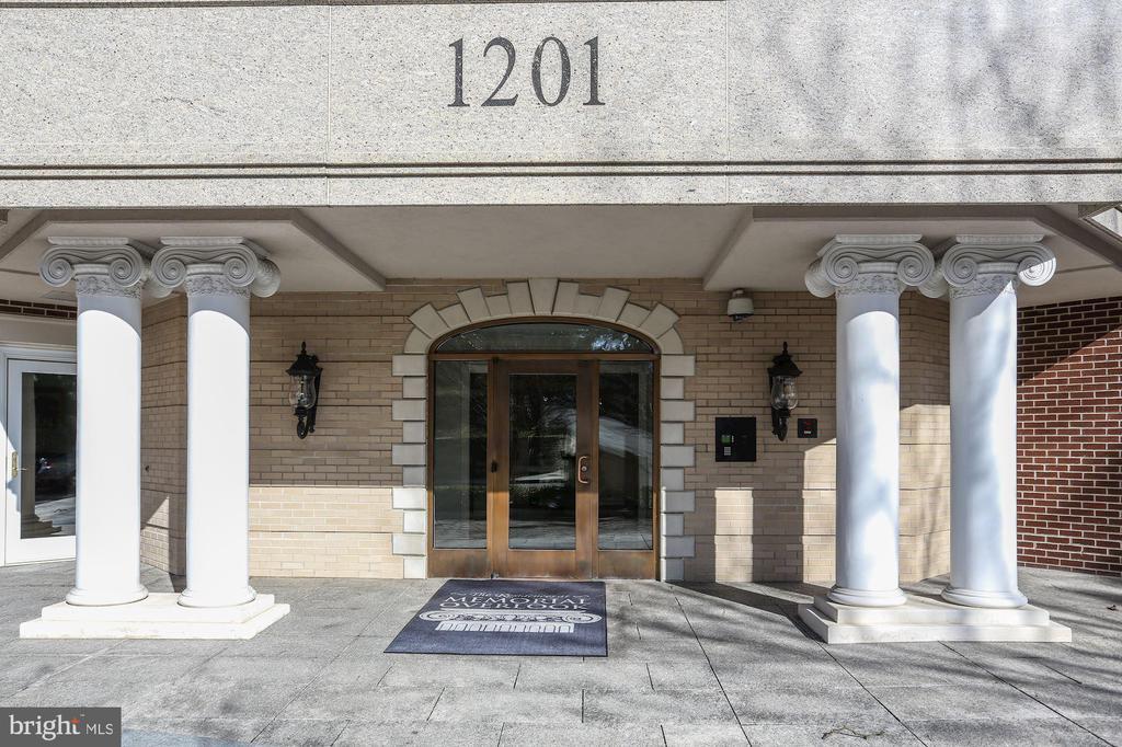 1201 N Nash Street has federal architecture - 1201 N NASH ST #302, ARLINGTON