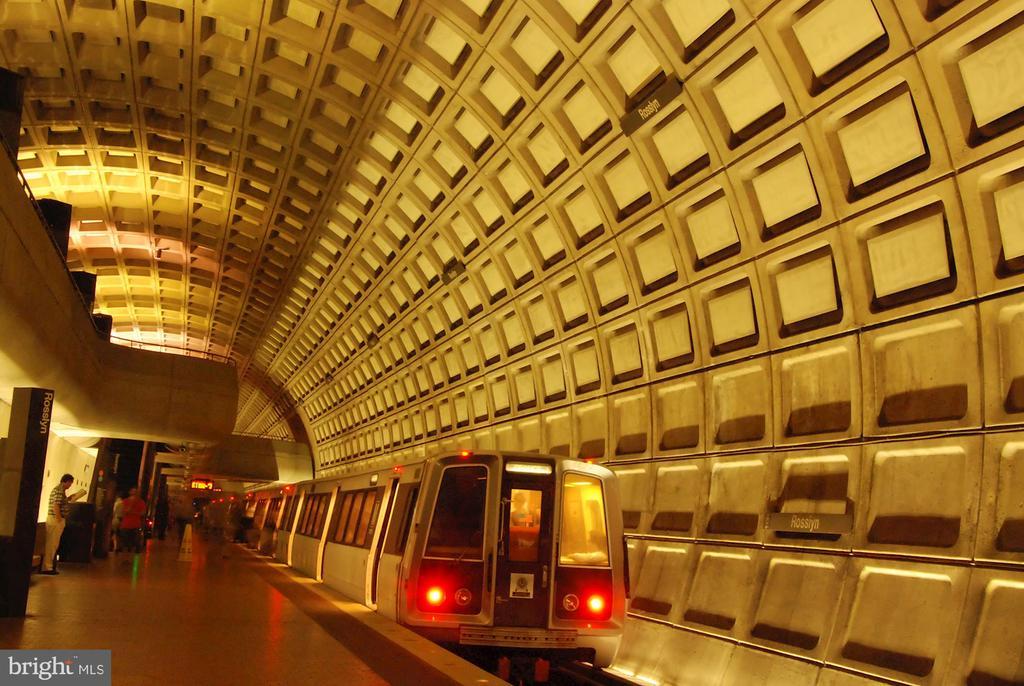 Metro access to Tysons, Alexandria or DC - 1201 N NASH ST #302, ARLINGTON