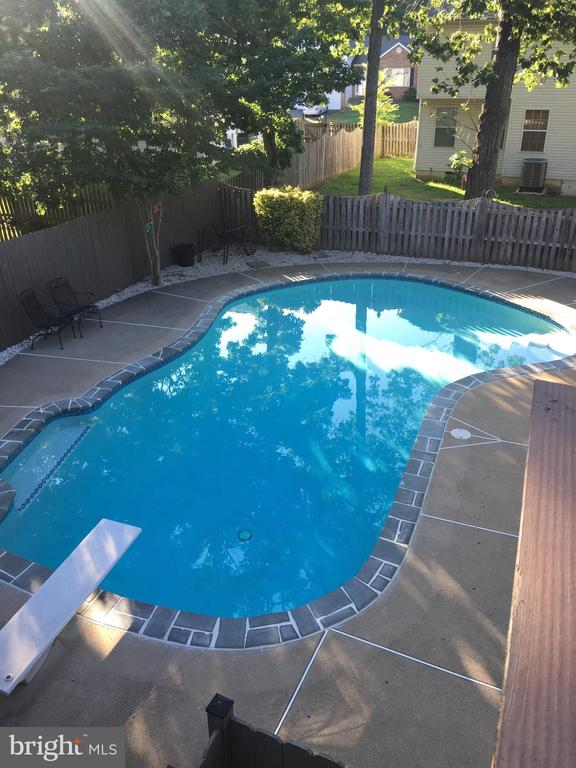 New tile around the pool - 56 DOROTHY LN, STAFFORD