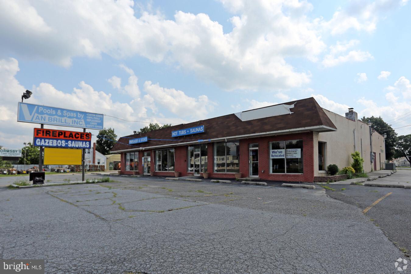 Commerce de détail pour l Vente à Williamstown, New Jersey 08094 États-Unis