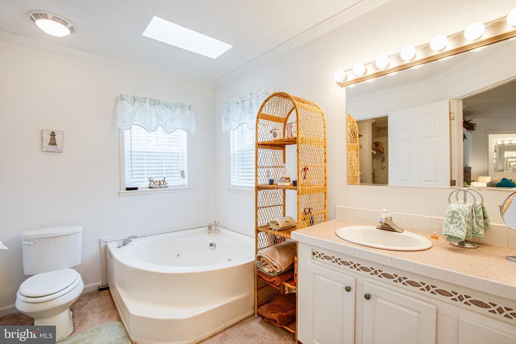 Master Full Bathroom 1 w/ Jetted Soaking Tub - 11601 ORANGE PLANK RD, SPOTSYLVANIA