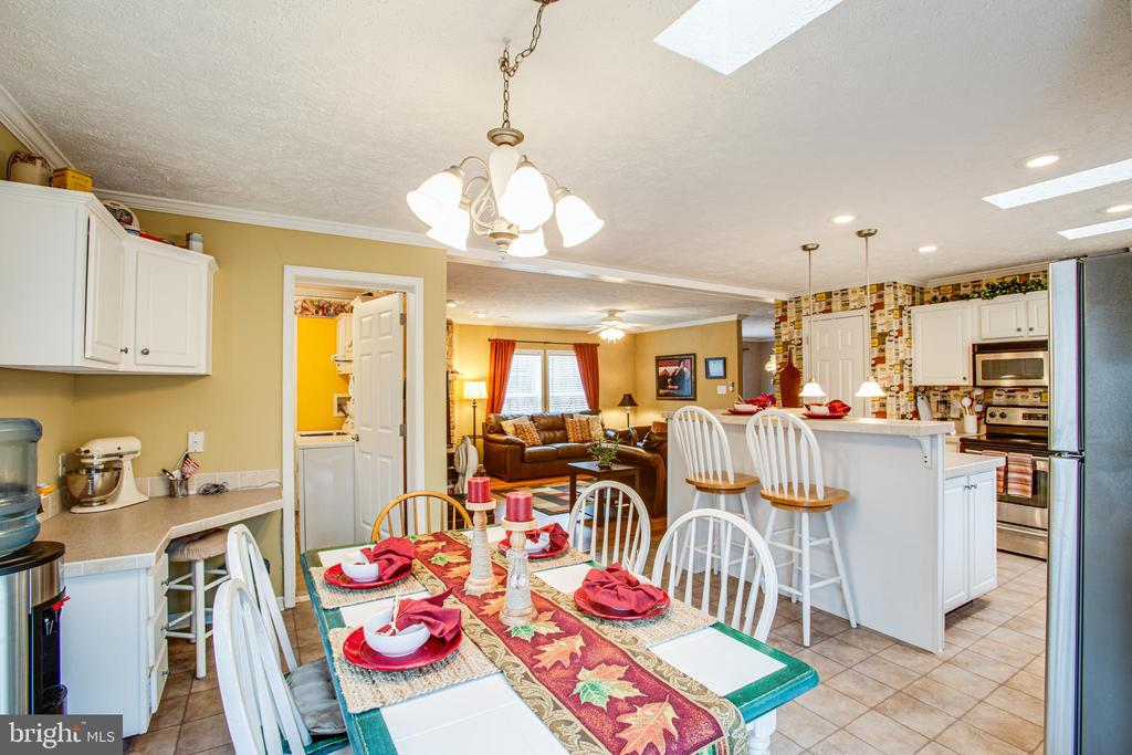 Dining area view into Kitchen - 11601 ORANGE PLANK RD, SPOTSYLVANIA