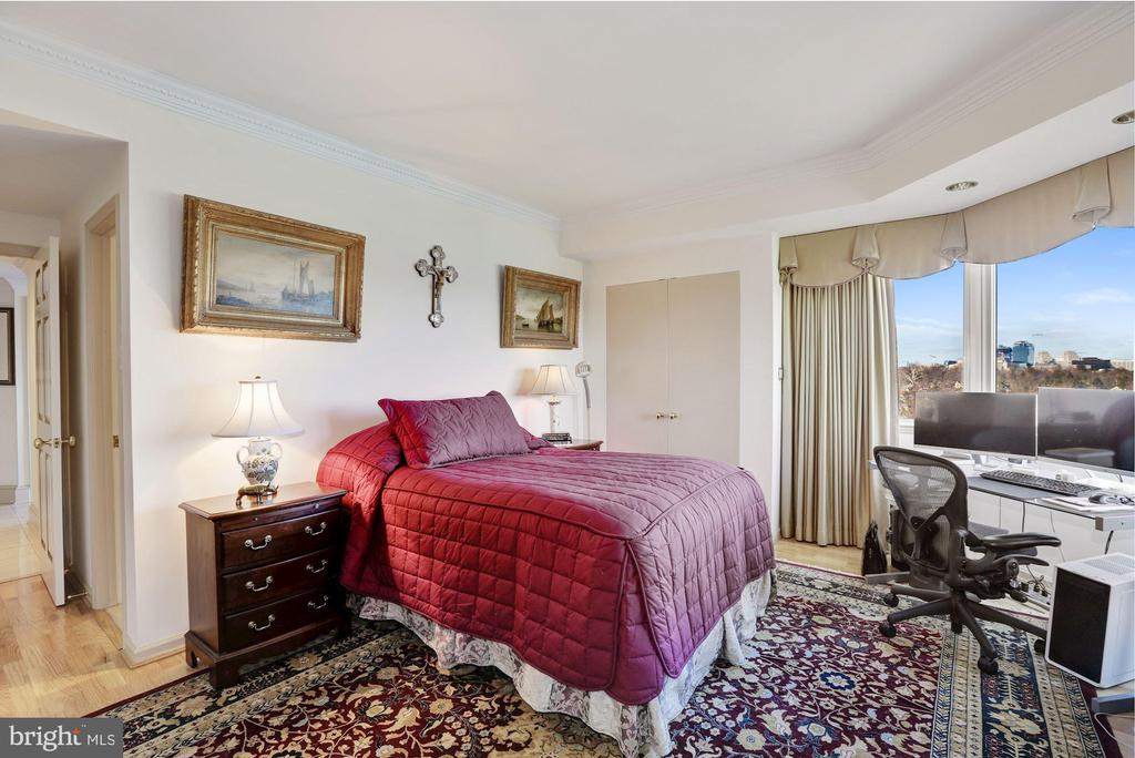 Second bedroom suite - 5600 WISCONSIN AVE #1308, CHEVY CHASE