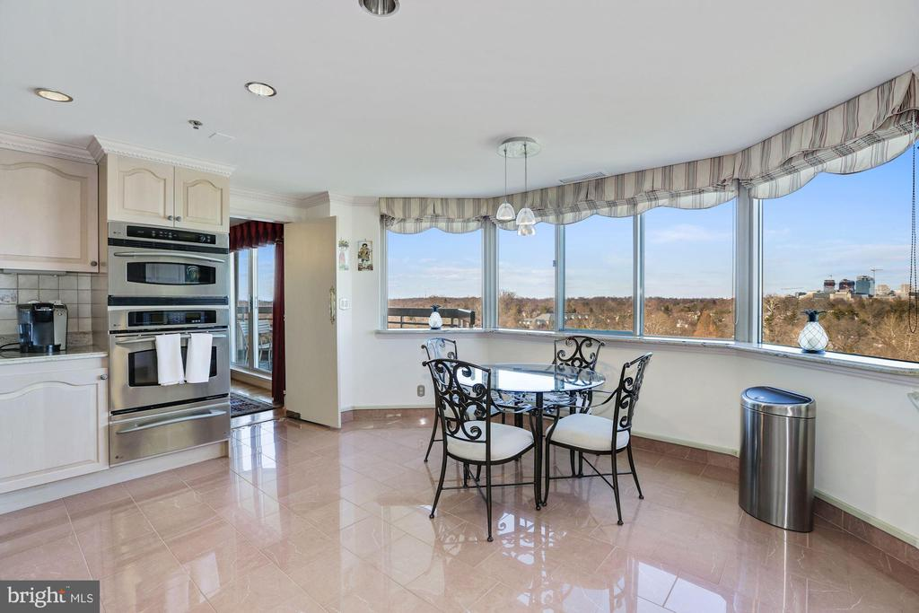 Updated kitchen with breakfast area - 5600 WISCONSIN AVE #1308, CHEVY CHASE