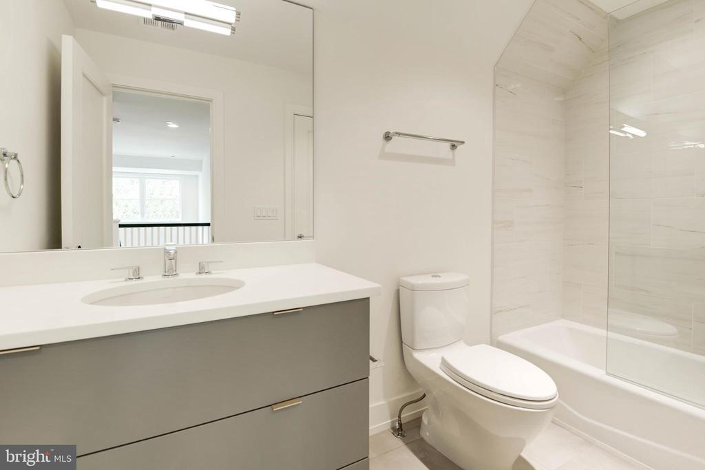 Fifth Bath - 3016 UNIVERSITY TER NW, WASHINGTON