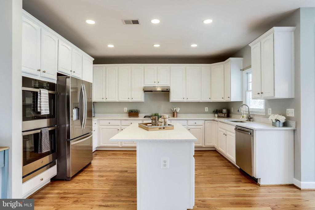 Kitchen with Stainless Appliances - 2952 22ND ST S, ARLINGTON