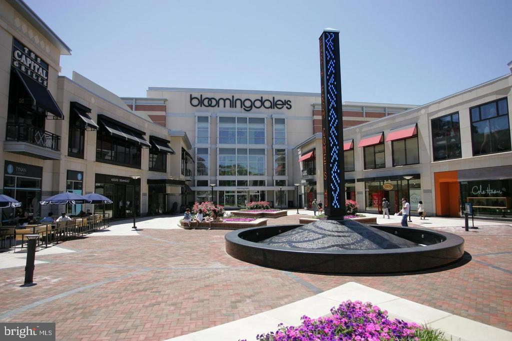 Bloomingdale's and Restaurants - 5500 FRIENDSHIP BLVD #1729N, CHEVY CHASE