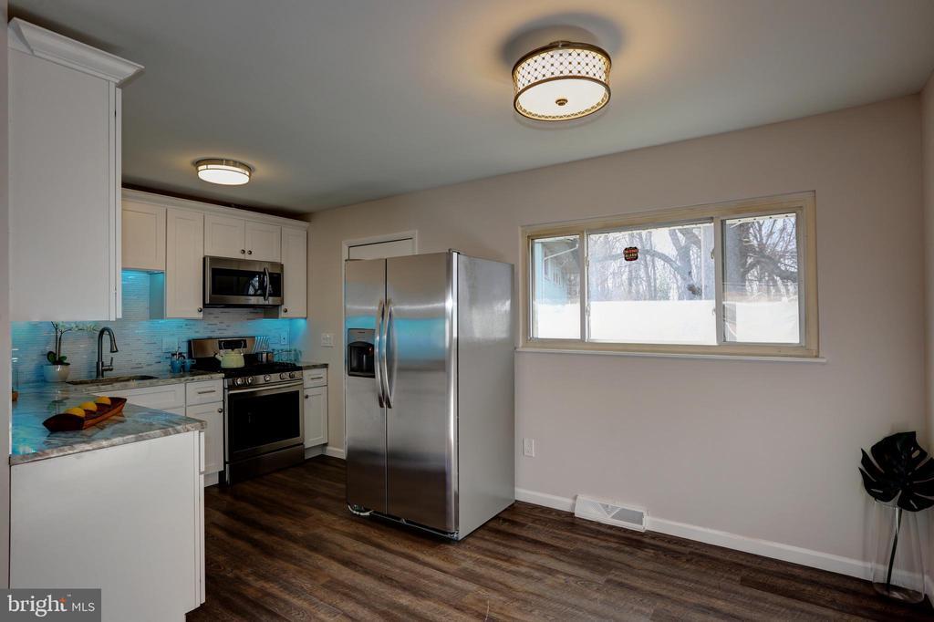 Kitchen - 7907 TYLER ST, GLENARDEN