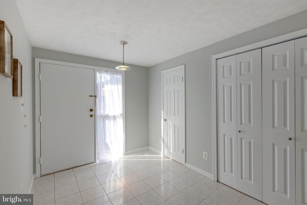Foyer - 4467 ELAN CT, ANNANDALE