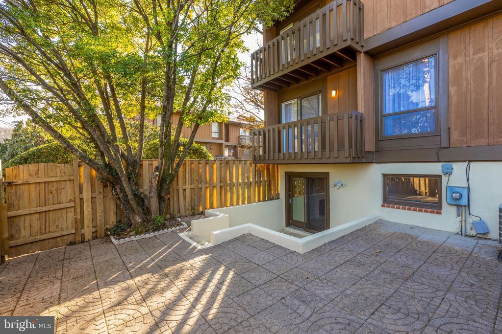 Low maintenance patio - 4467 ELAN CT, ANNANDALE